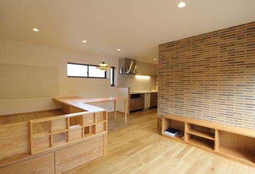 2世帯住宅のリノベーション工事、木のぬくもりいっぱいのLDK完成写真