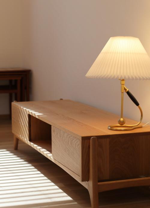 TVボードや照明など家具のコーディネートもさせていただきました