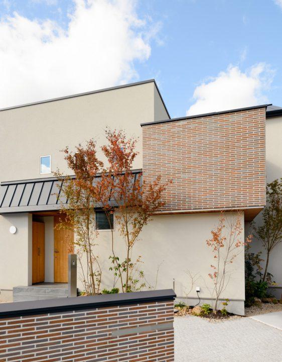 スッキリとした印象のBOX型住宅デザイン