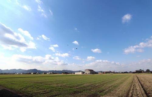 岡山市南区藤田に建築中の田園に浮かぶ平屋から見える絶景