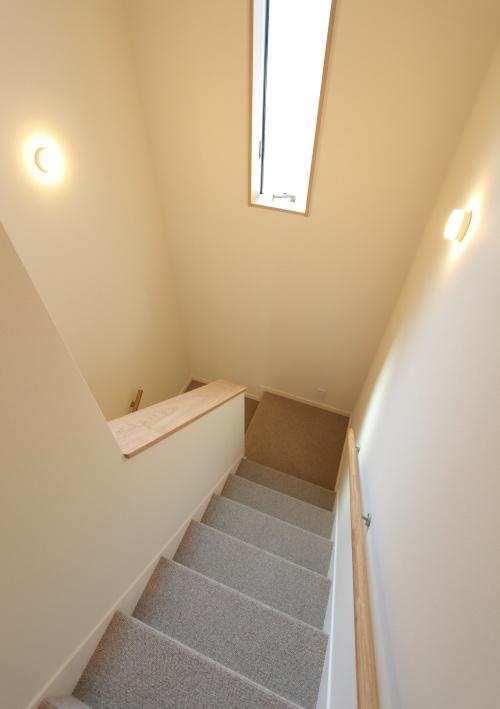 フカフカカーペット敷の階段