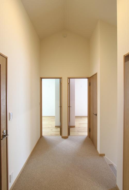 天井が高く開放感のある2階ホール