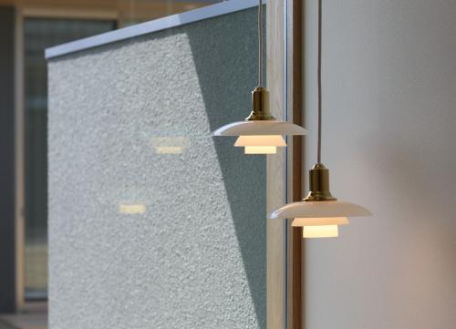玄関はルイスポールセンのペンダント照明を2つ