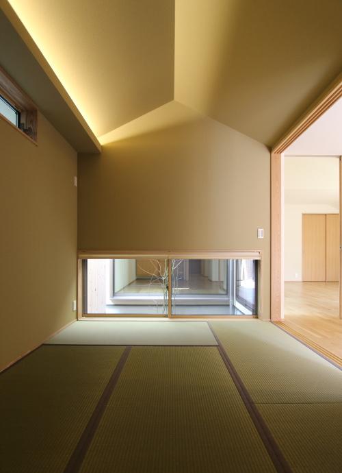 間接照明が幻想的な雰囲気を演出する和室