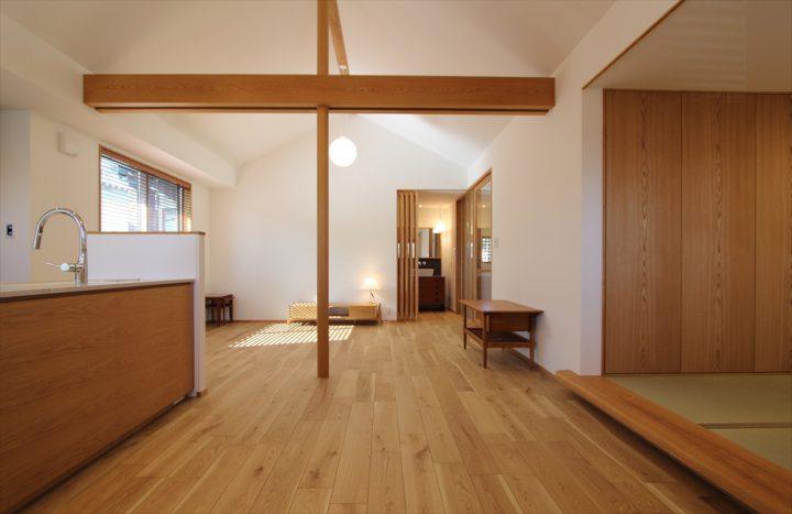 岡山市北区に完成した注文住宅、船底天井で広々としたLDK