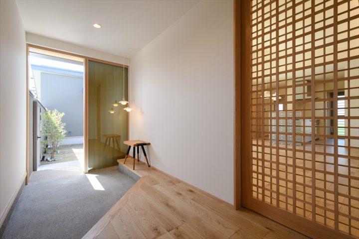 岡山市南区に完成した平屋、斜め框のオシャレな玄関