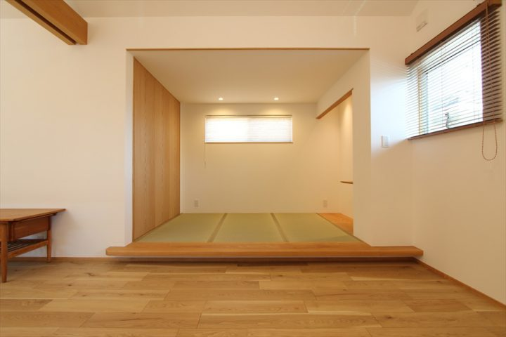 リビング横にある小上がり畳スペース
