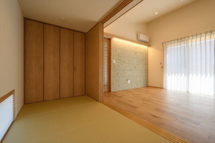 岡山市南区に完成した平屋、リビング横のタタミスペース