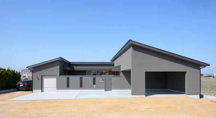 岡山市南区に完成した平屋、中庭を中心にしたコの字型の家