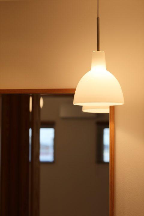 洗面スペースに合わせたかわいい北欧のペンダント照明