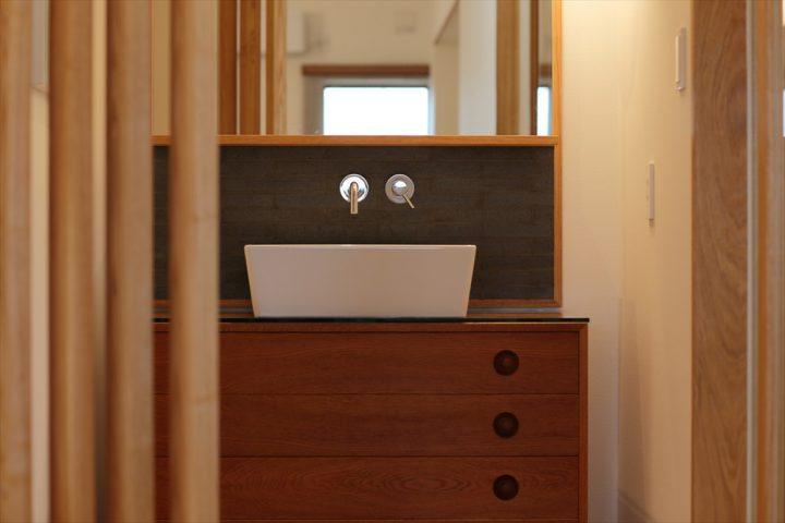 北欧ヴィンテージ家具で製作したオリジナル洗面化粧台