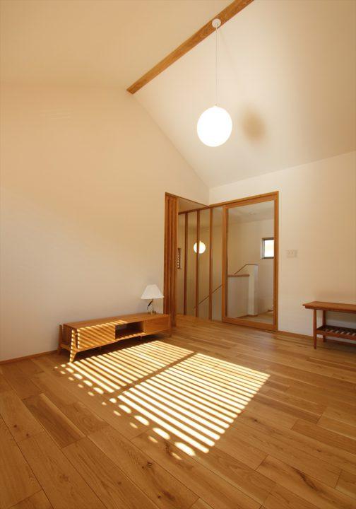 岡山市北区に完成した注文住宅、照明と仕上げ、インテリアにこだわったLDK