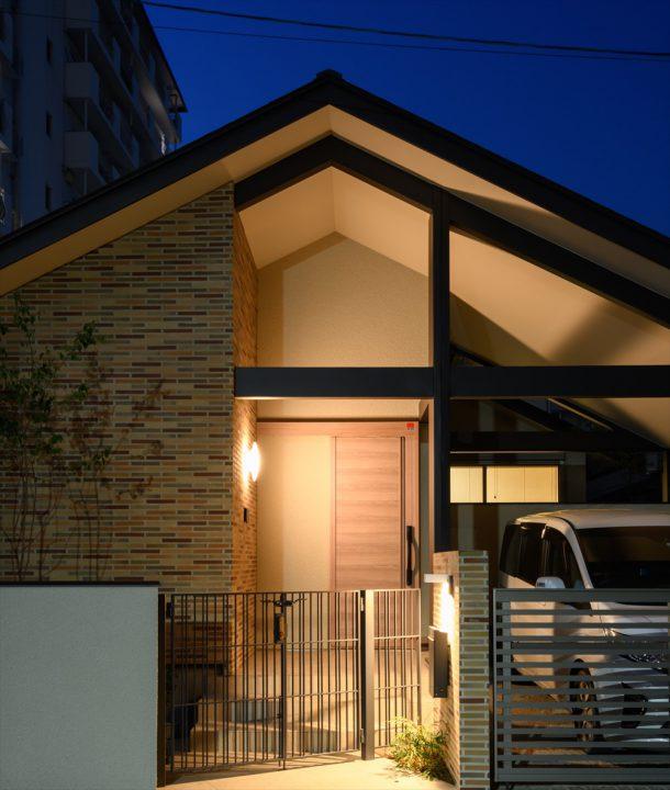 岡山市中区に完成した注文住宅、切妻屋根の堂々としたカッコイイ住宅外観