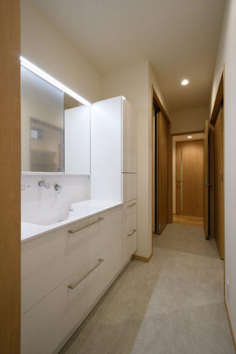 岡山市中区に完成した注文住宅、水廻りがコンパクトに回遊できる家事動線