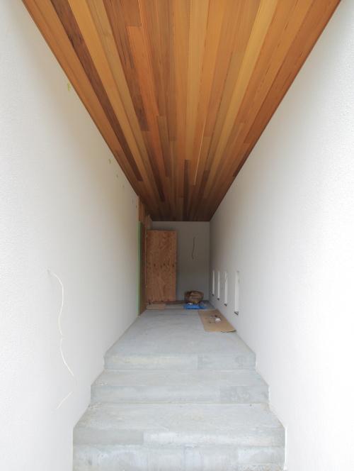 倉敷市に建築中の平屋、住宅っぽくないアートな玄関