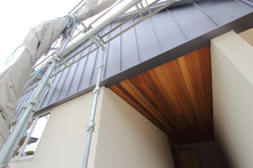 倉敷市に建築中の平屋、板張りの天井と外壁