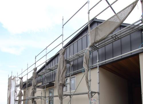倉敷市に建築中の平屋、ガルバと吹付の組み合わせがオシャレな住宅外観