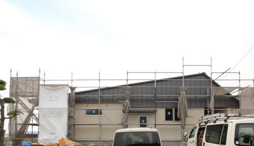 倉敷市に建築中の平屋、屋根の勾配にこだわった住宅外観