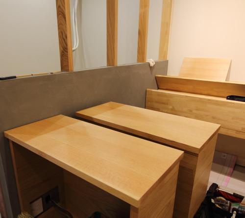 岡山市北区表町の店舗改装工事、造作の家具の搬入