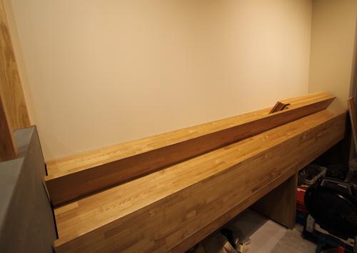 岡山市北区表町の店舗改装工事、珈琲豆を飾る専用の棚
