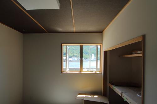 倉敷市に建築中の海が見える平屋、落ち着いた和室の内装