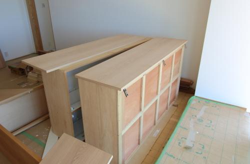 倉敷市に建築中の海が見える平屋、家具の塗装工事