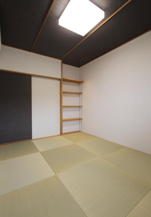 倉敷市に完成した海を眺めながら暮らす平屋の家、来客用にも使える便利な和室