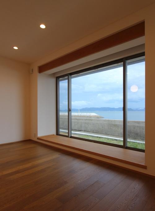 大きな窓から見える海が一番の贅沢