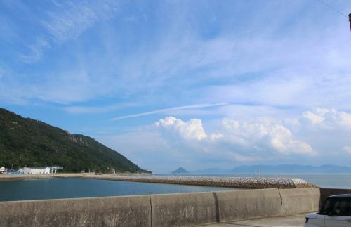 平屋から見える瀬戸内海の景色と青空