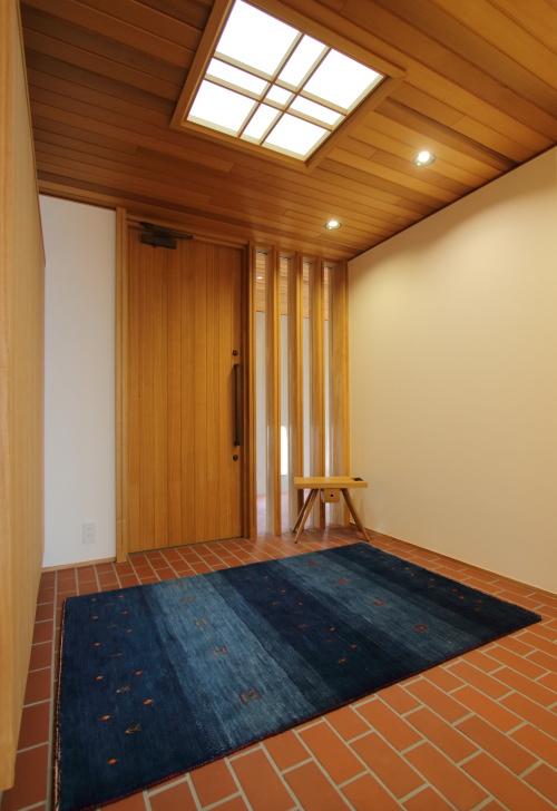 倉敷市に完成した海を眺めながら暮らす平屋の家、広々とした別荘のようなゆとりあるフラット玄関