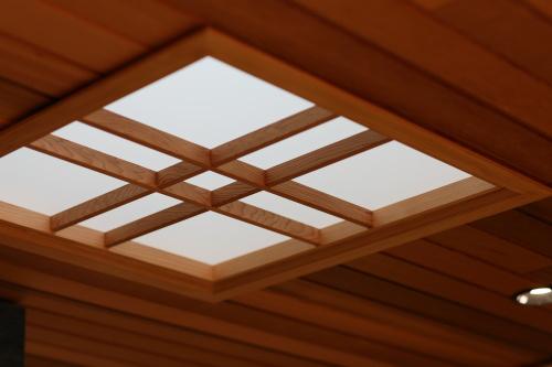 玄関とキッチンに設けたかわいい天窓