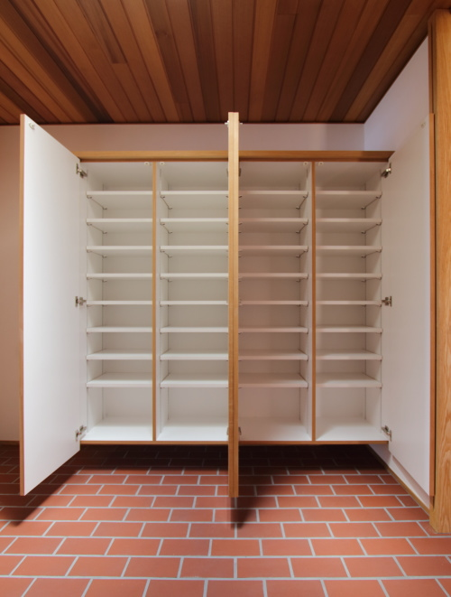 玄関の靴箱は大容量サイズ