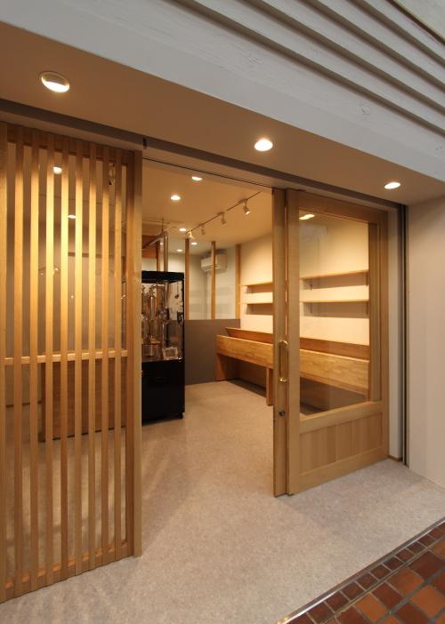岡山市北区表町にて店舗の改装工事が完成した珈琲焙煎所、