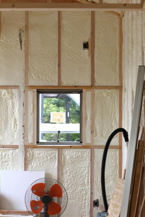 吉備中央町に建築中のコミュニティスペース、窓の配置にもこだわりました