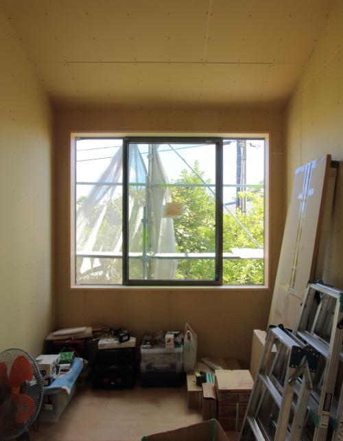 吉備中央町に建築中のコミュニティスペース、一番奥にある大きな窓